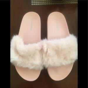 Like new  pink STEVE MADDEN FUR Slippers Slides